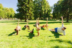 אימון כושר קבוצתי בפארק בתל אביב