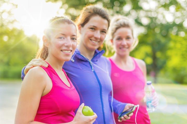 שלוש בנות ספורטיביות