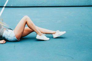 רגליים חטובות של בחורה