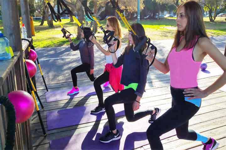 נשים עושות אימון TRX