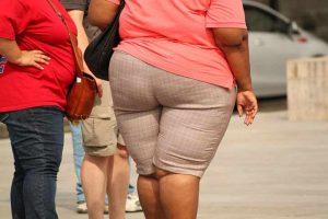 בתמונה נשים הסובלות מהשמנת יתר