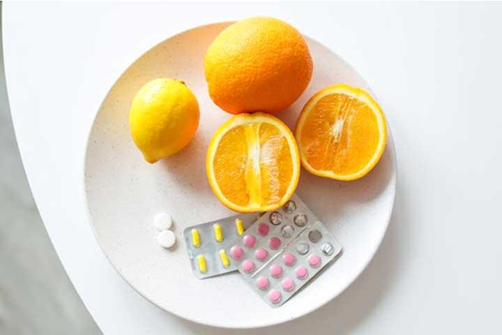 צלחת עם תפוז וויטמינים