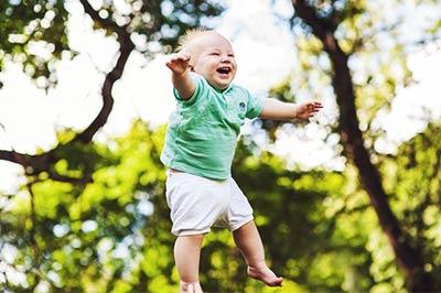 תינוק שמח