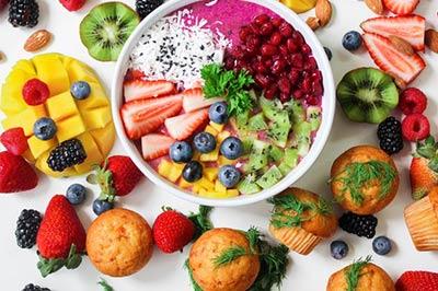 פירות חתוכים בקערה