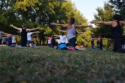 אימון בקבוצה בחוץ בפארק
