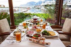 ארוחת בוקר זוגית עשירה במיוחד