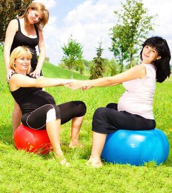 נשים עושות פעילות גופנית בהריון