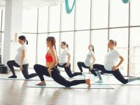 קבוצת נשים בהריון מתאמנות