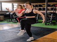 נשים עושות ספורט